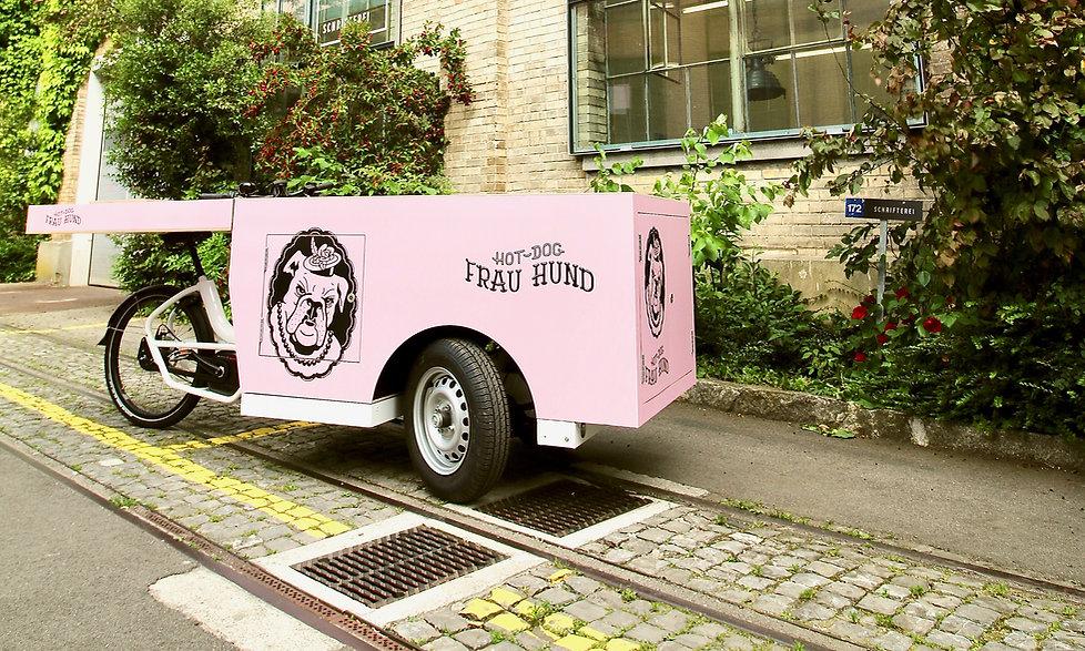 FrauHund Hot Dog Stand Folierung in Winterthur mit zusätzlicher Beschriftung