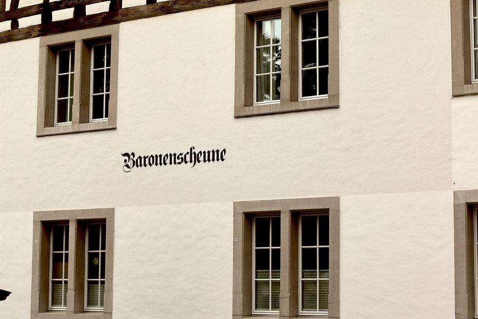 Beschriftung und Grafik für Fassade in Winterthur