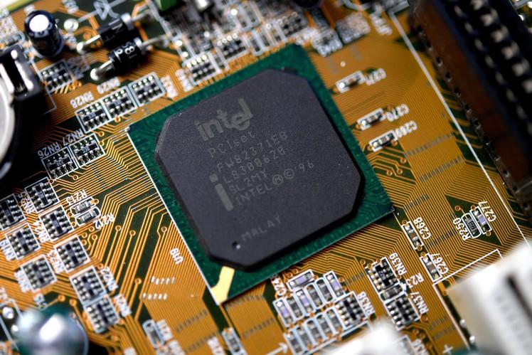 Intel предупредила китайских поставщиков об уязвимости в процессорах раньше, чем правительство США