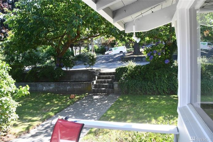402 1st Street Langley - 11.jpg