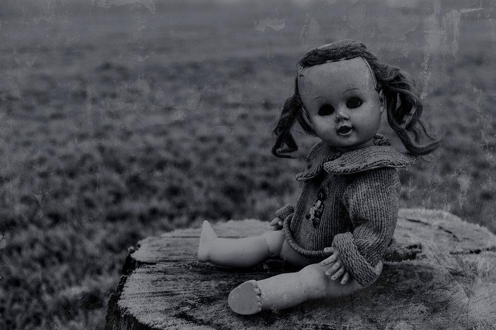 black-white-old-doll-D71_7887-free-image_edited.jpg