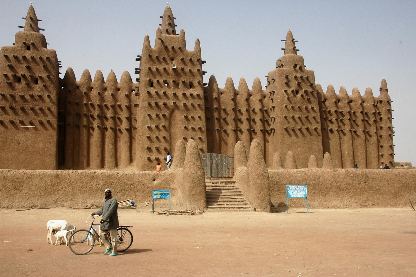 Djenne_great_mud_mosque.jpg