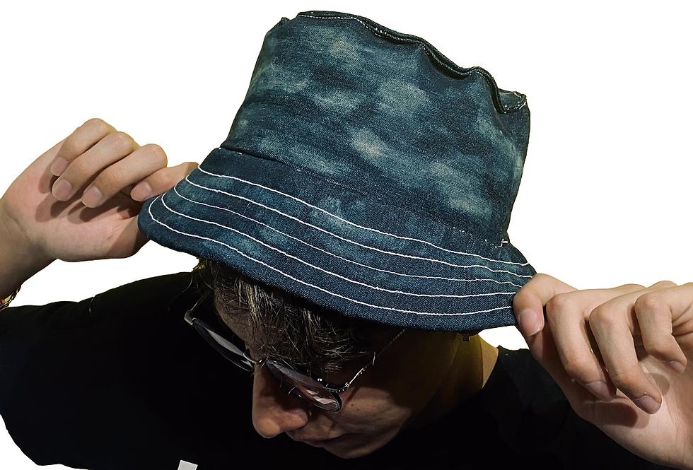 Bucket Hat - por Itzel Rincón