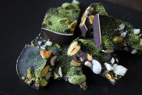 Grove sjokoladebiter med matcha & nøtter