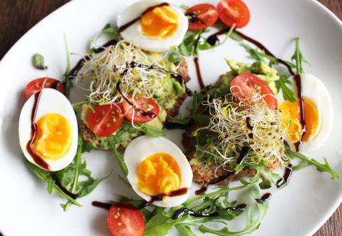 Frokostskiver med avocado & egg