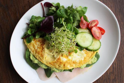 Omelett med kalkunfilét & avocadomajones