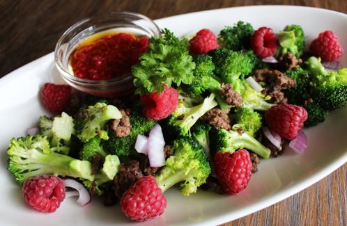 Brokkolisalat med bringebær & bringebærvinaigrette