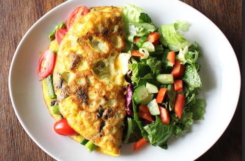 Omelett med asparges, sopp & cherrytomater