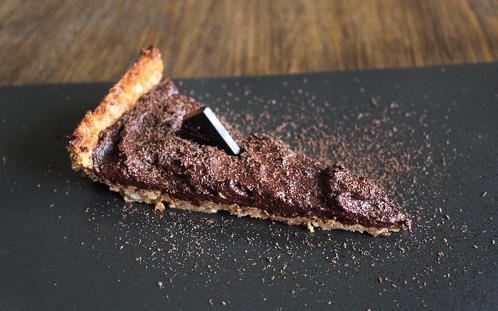 Nøttekake med mørk sjokoladekrem