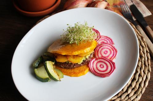 Høstburger med gresskar og beter