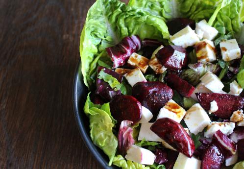Salatbolle med stekt rødbete & gresk feta