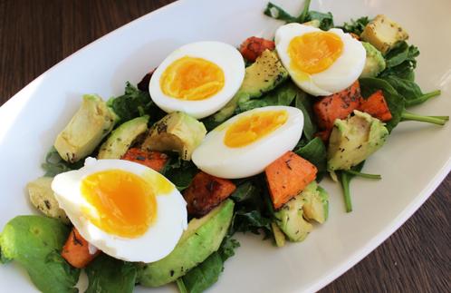 Lun høstsalat med egg