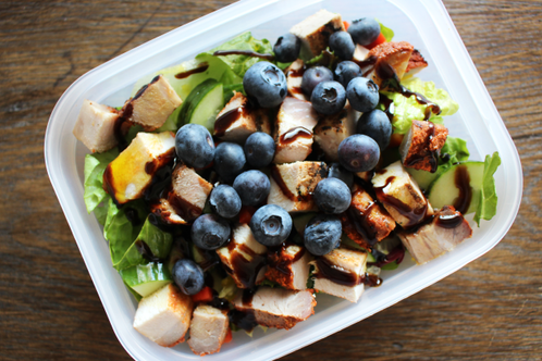 Lunsjsalat med blåbær