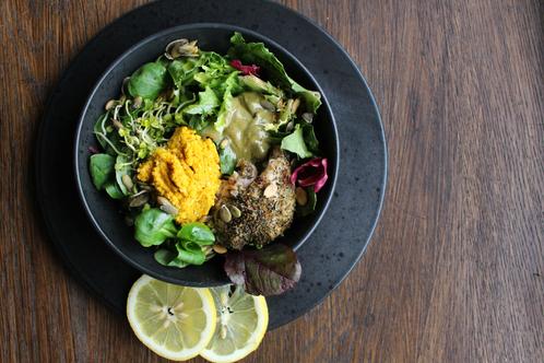 Salatbolle med kylling & hjemmelaget gul pesto