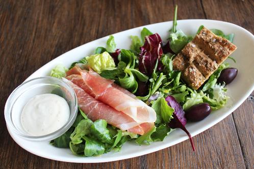Salat med spekeskinke & oliven
