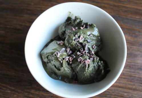 Hjemmelaget (grønn) sjokoladeis