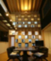 18生きている建築(内観の可動棚の写真).jpg