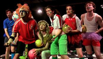 Ácsi Milán, avagy a futball és az abszurd balett találkozása a deszkákon