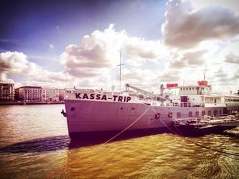 Tengerjáró hajón tart premiert a Béta Társulat