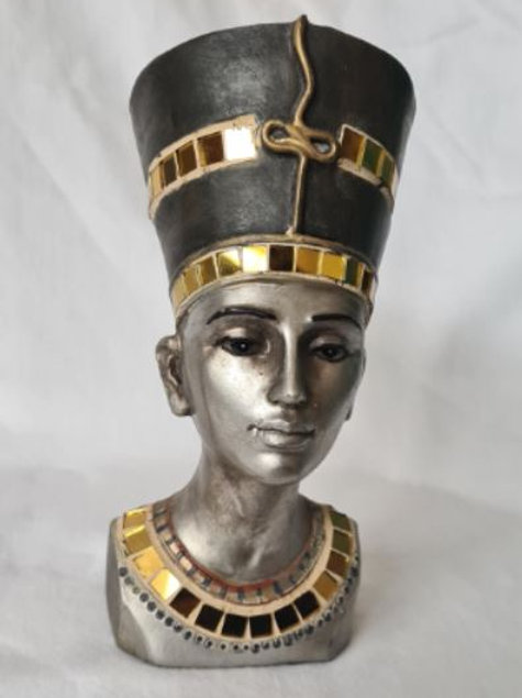 Statue of Queen Neffitti