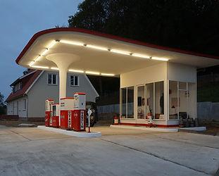 1950er-Jahre-Tankstelle_im_Freilichtmuse