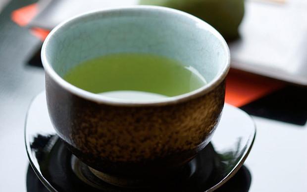 Teenage girl develops hepatitis after drinking too much green tea