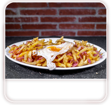 patatas con huevo y bacon.png