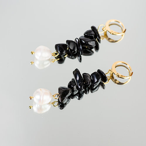 Fira Pearl Earrings