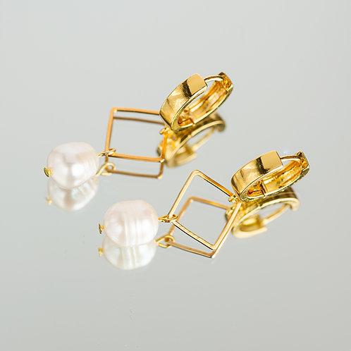 Thirasia Pearl Earrings