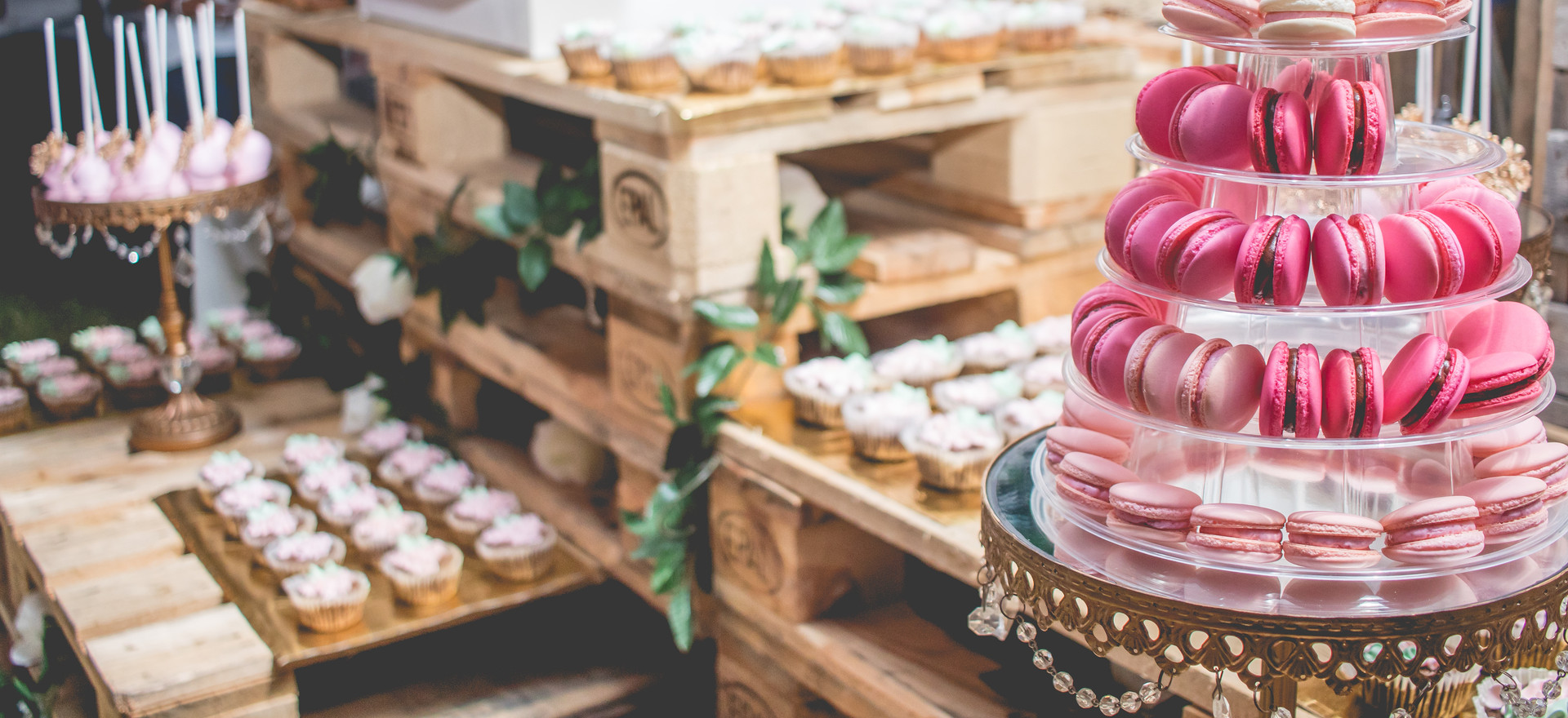 Wedding Bar featuring our gorgeous pink ombre macarons, cupcakes and cake pops