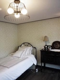 Room-2-1.jpg