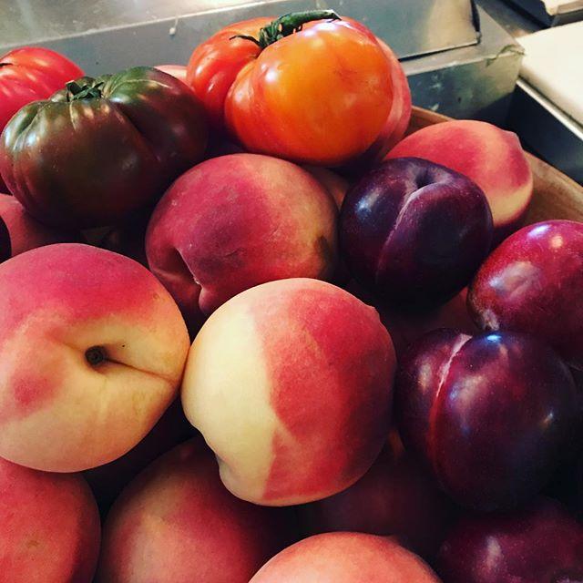 I love summer! #bonnydoonproduce #stonefly #markleeville #keepinitreal #tomatoes #plums #peaches