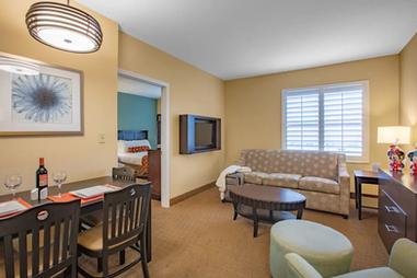 staysky suites orlando (17).webp