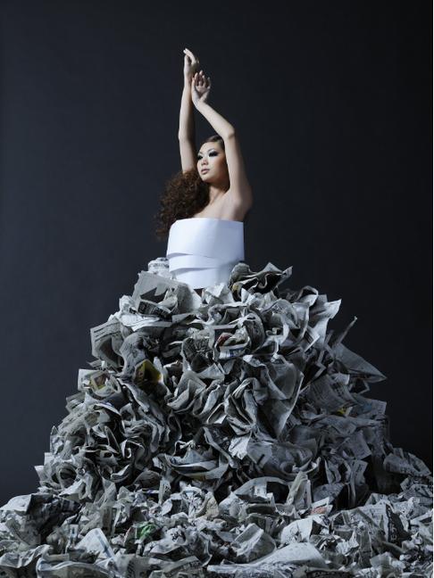 """インターナショナル ファッションマガジン EnVie 掲載作品 """"Paper Dress"""" デザイン/制作"""