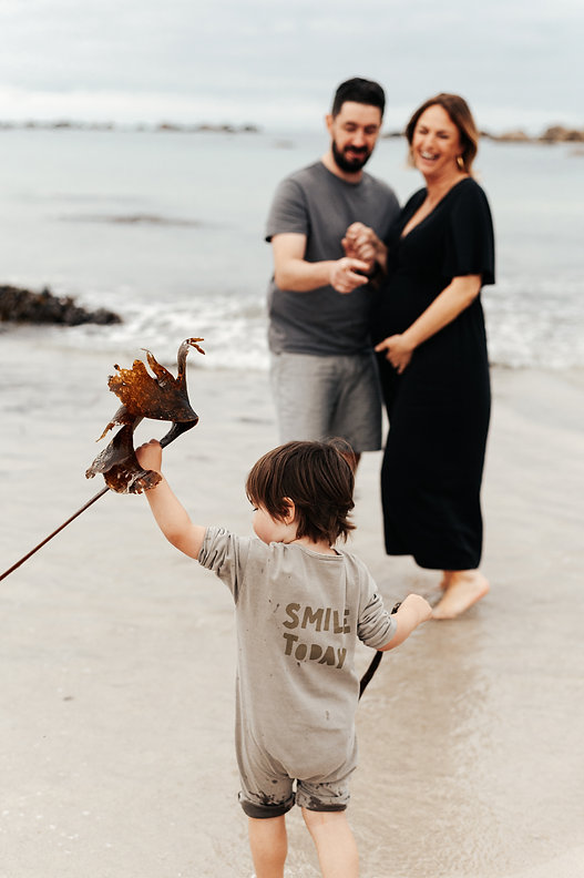 Seance lifestyle famille en bretagne sur la plage
