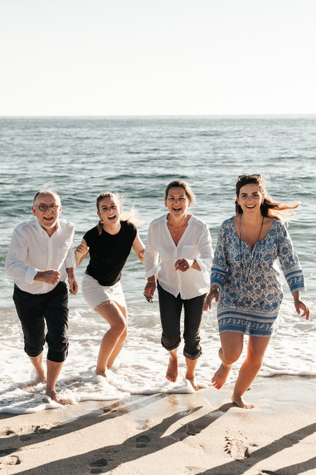 Séance famille à la plage - Finistère.  Photographe lifestyle brest