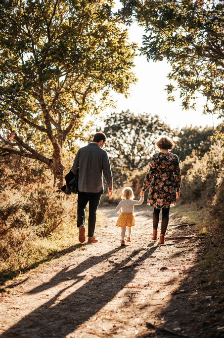Séance famille en forêt - Finistère . Photographe lifestyle brest