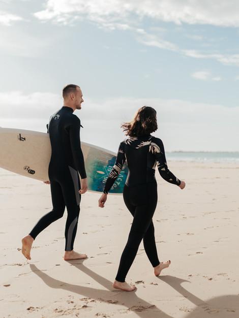 Séance couple, surf à la golden hour !