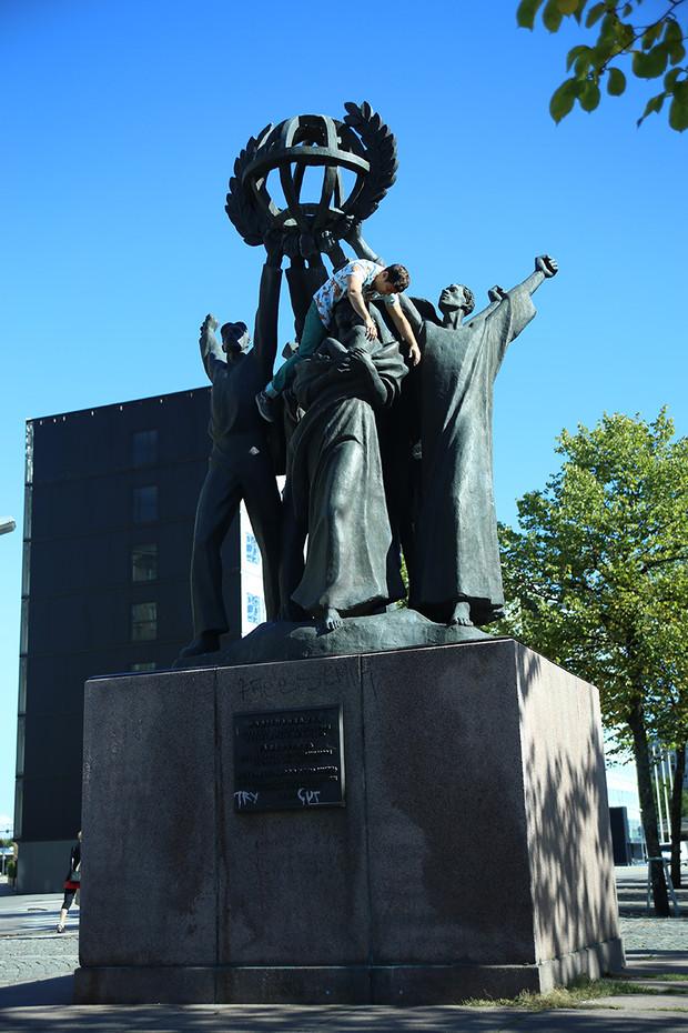 The World Peace Statue  /  Helsinki