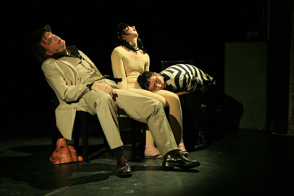 Performance by Six hundred eye balls  /  Sarah Goody, Daniel Hinojo and Alexander Schroeder, Accud Theater, Berlin