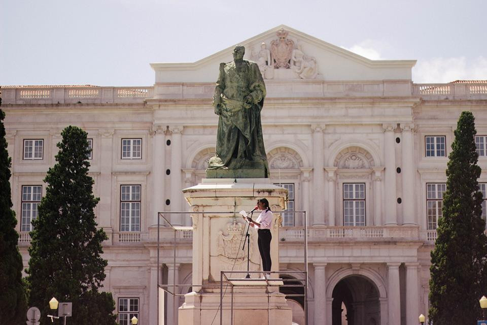 Súplica (homage to Noémia de Sousa), 2018 / Performance by Ângela Ferreira, with readings by Soraia Tavares   /  King Carlos I Statue, Palacio da Ajuda, Lisbon
