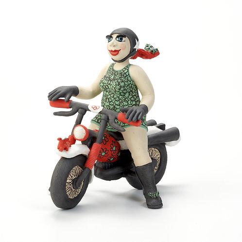 MONA auf dem Motorrad