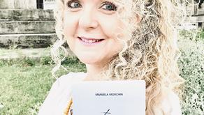 """Il blog """"Un libro sotto la lampada"""" intervista Manuela Moschin"""