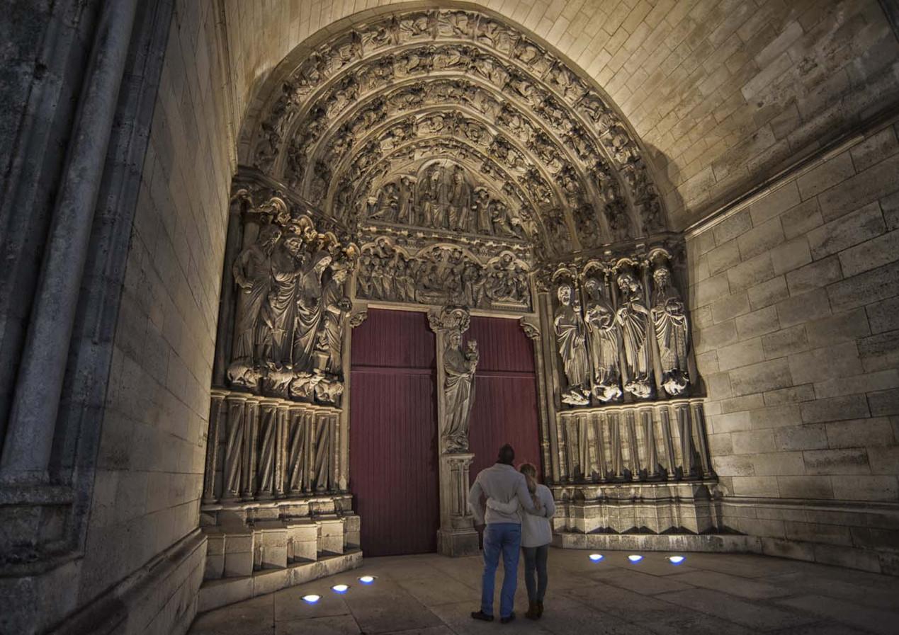 Parvis-de-la_cathedrale-de_Laon©Horizon-