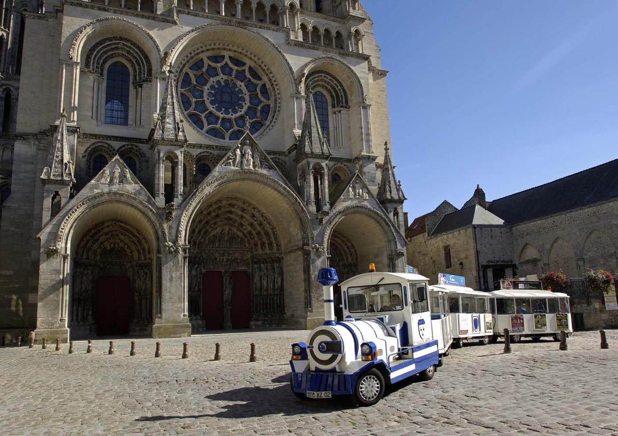 Petit-train-touristique-de-Laon©Aisne-To