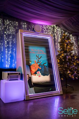 MBC_Christmas_Mirror_Me_xG2VtK_011.jpg