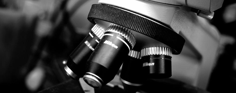 laboratório de materiais, ensaios mecânicos, caracterização de materiais, dureza, análise de falha