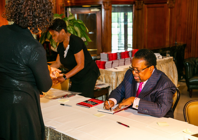 Edgar L. Vann signs second book, I Did It to Myself