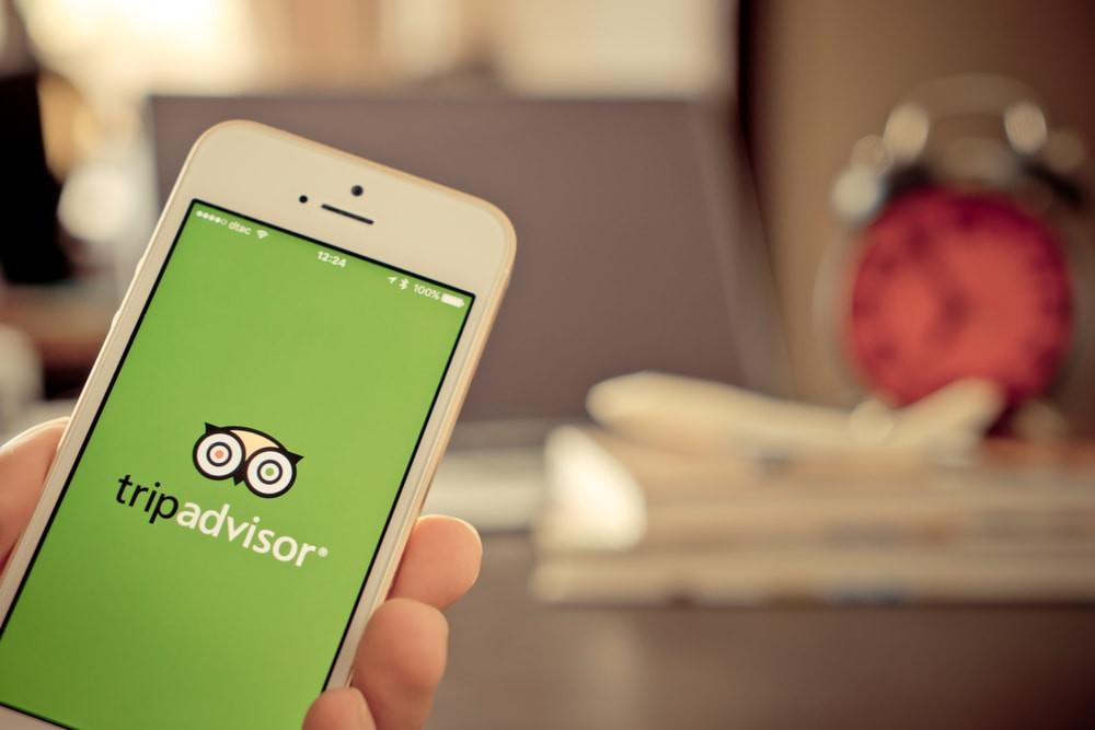 celular-com-o-app-tripadvisor