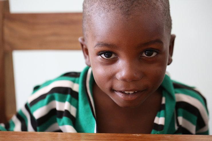 Waisenkind im Montessori Kindergaten